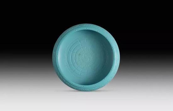 清乾隆 孔雀蓝釉洗《大清乾隆年制》款, 直径27公分