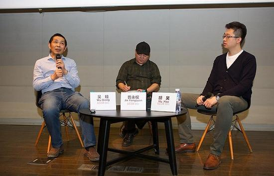 吴琼(左)、晋永权(中)和主持人胡昊(右)在对谈现场
