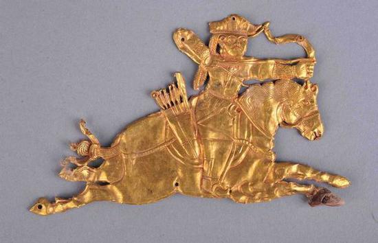 骑射形金饰片 唐 海西蒙古族藏族自治州都兰县热水墓群出土