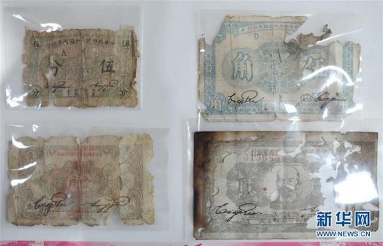 这是罗小龙收集的苏区纸币(6月12日摄)。新华社记者 李任滋 摄