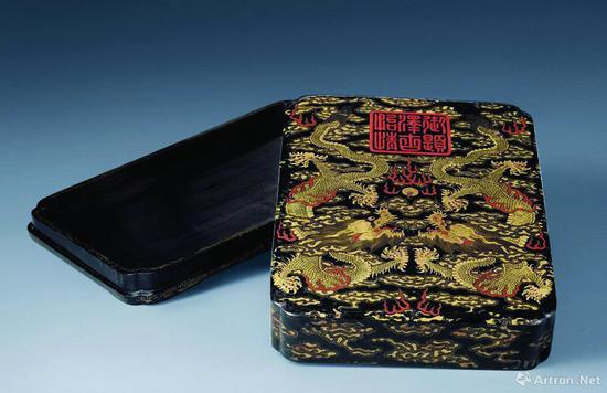 """清乾隆""""御题泽古怡情""""描金双龙长方墨盒,中国嘉德拍卖成交价224万元"""