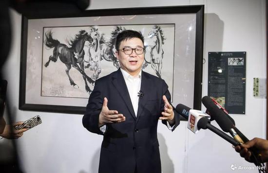 北京保利拍卖执行董事赵旭接受记者采访