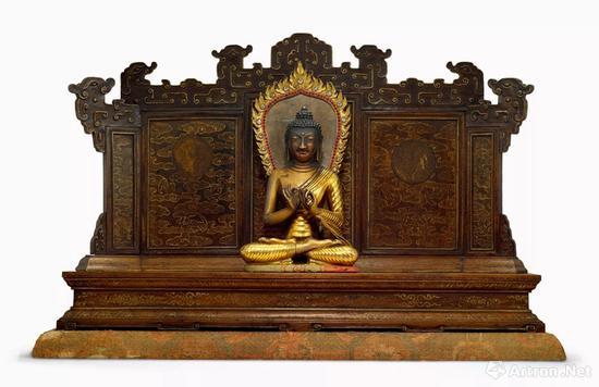 清乾隆(宫廷) 铜鎏金释迦牟尼佛说法像 金丝楠木须弥座三联屏式佛龛