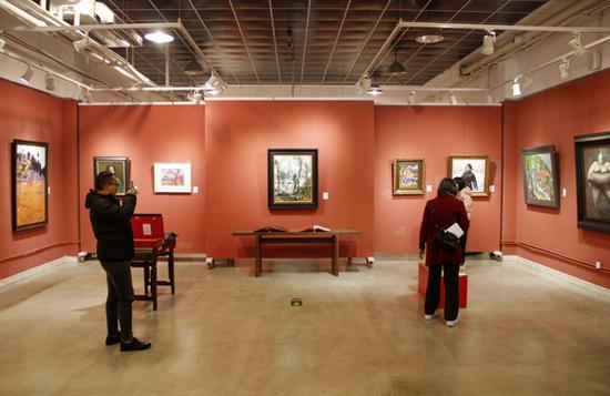 精品展现场,朱德群《八仙山》被放在显眼位置