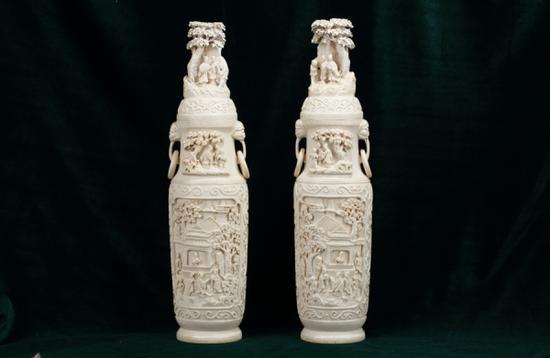 象牙浮雕人物瓶 清 东莞市博物馆藏