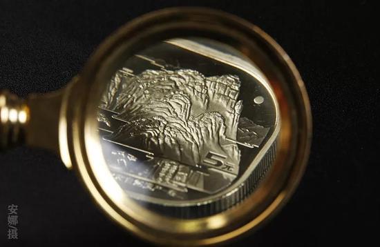 猪年球形银章竟然这么美