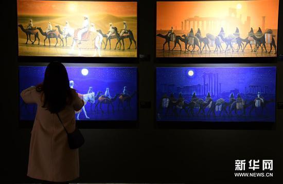"""3月5日,观众在陕西历史博物馆观看""""平山郁夫的丝路艺术世界""""展览。"""