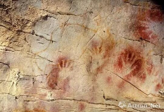 El Castillo洞穴中的红色手印 图片来源:National Geographic