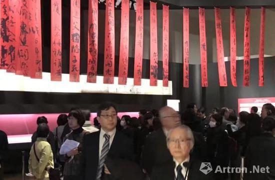 颜真卿《祭侄文稿》在东京国立博物馆有专门设置的区域进行展示乐震文图