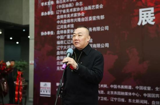 辽宁省文联副主席、辽宁省书法家协会主席胡崇炜宣布展览开幕