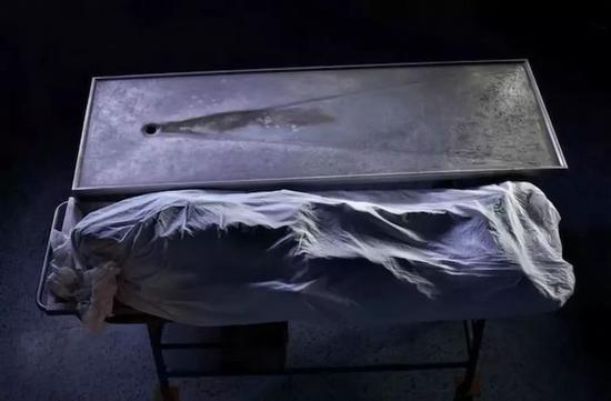 """沙希杜尔·阿拉姆的""""交火""""系列摄影作品(2010)。"""