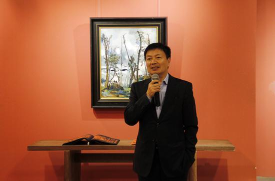 北京华辰2018秋拍精品展现场,董事长及总经理甘学军致辞