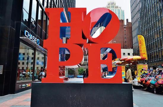 罗伯特・印第安纳《HOPE》雕塑于纽约第六大道