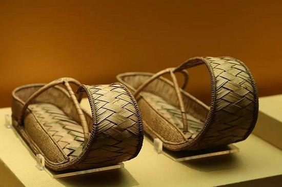 展品中的《凉鞋》