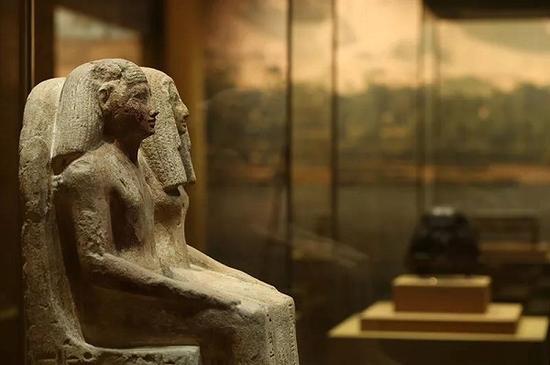 《古埃及大祭司雕像》
