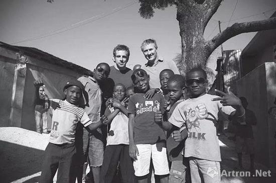"""▲""""艺术家为海地""""的慈善义拍活动"""