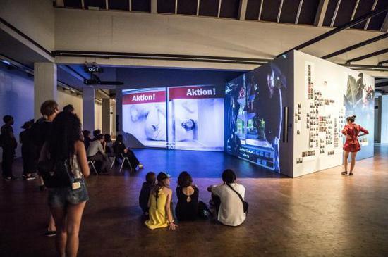 德国艺术家Mario Pfeifer的视频装置《再一次》