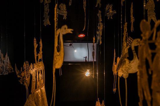 《社火》的后方,是一段陕西东路皮影经典剧目《降火龙》(部分)