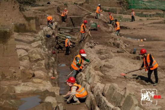 重庆市文化遗产研究院的考古人员正在对钓鱼城进行考古发掘。(摄影:李相博)