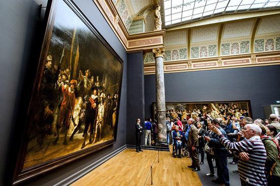 《夜巡》是荣誉展厅里最重要的作品 ?Robin van Lonkhuijsen/AFP/Getty Images