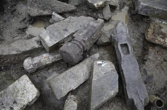 黄泗浦遗址宋代河道底部的石构件