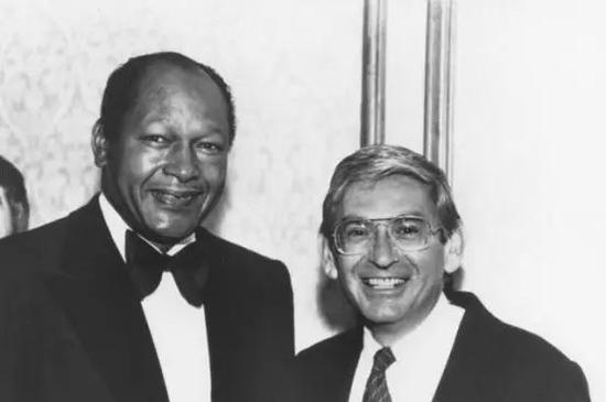 伊莱·布罗德与前洛杉矶市长汤姆布拉德利
