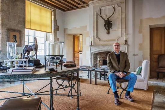 纪梵希在南法的家中,左侧是迭戈·贾科梅蒂的桌子
