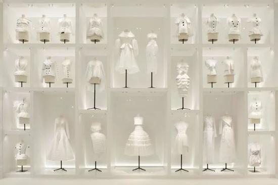 巴黎装饰艺术博物馆展出(Christian Dior: Couturier Du Reve)回顾展