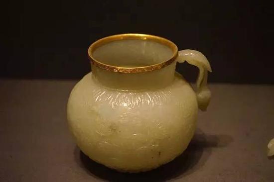 镶金边玉杯 约1700年