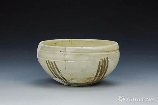 宋 鲁山段店窑白釉剔刻纹钵 郑州中原古陶瓷标本博物馆藏