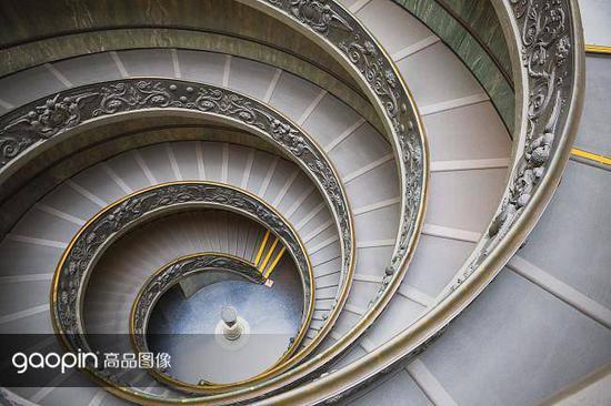 博物馆里的旋转楼梯也堪称艺术品
