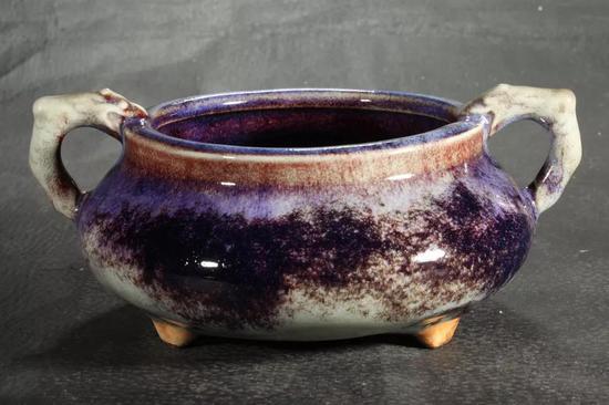 钧瓷龙耳炉 虾青葡萄紫釉