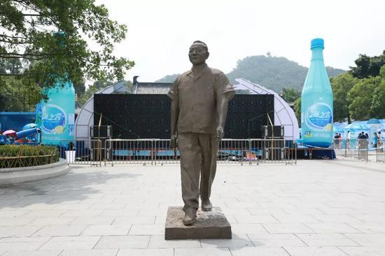 李鹤 《邓小平像》 旗峰山公园展区