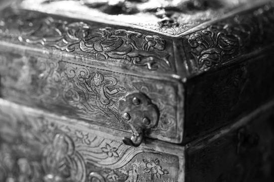 唐·鎏金如来说法盝顶银宝函(局部特写),法门寺博物馆藏文武安天下