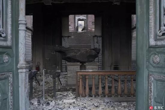 ▲火灾后巴西国家博物馆中的本德戈陨石的照片