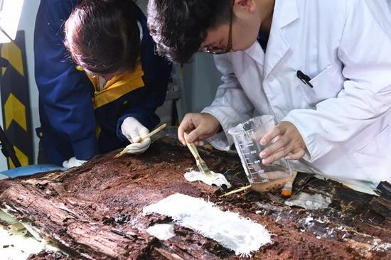 试剂加固保护漆木器