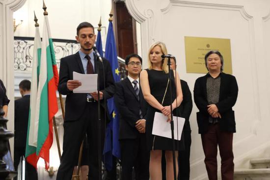 保加利亚国家美术馆副馆长乌什塔瓦利斯基致辞