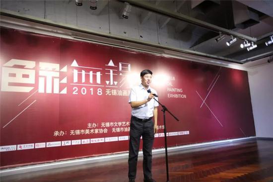 无锡市政协副主席、无锡市文联主席金元兴先生宣布展览开幕