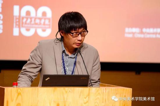 中央美术学院油画系副主任刘商英担任主持人