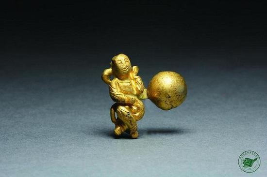 图说:江口沉银出水文物童子形金钮子。本文照片由刘志岩提供
