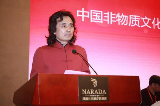 ▲当选主任后黄小明大师发表致辞