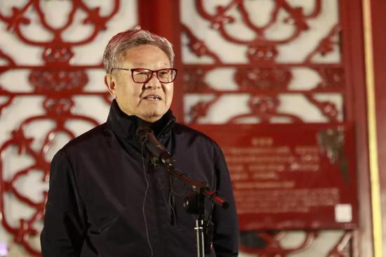 中国艺术研究院博士生导师、中国国家画院院委姜宝林致辞