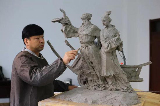 雕塑家:闫松岭