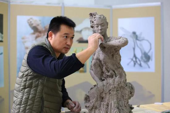 雕塑家:刘大志
