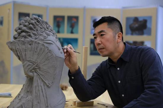 雕塑家:吴彤