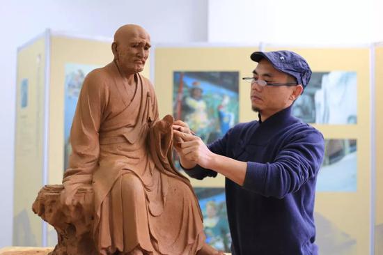 雕塑家:宋嵘强