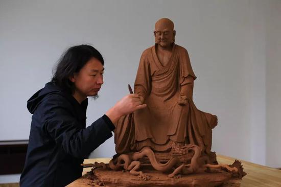 雕塑家:王彦晔