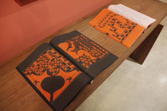 吕胜中《人文书》刻纸 中式线装书 布面函套 44×35×9cm.×2 2002-2004年作