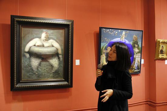 北京现当代艺术部主管刘颖进行亮点拍品讲解