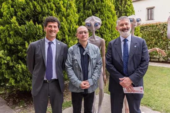 左起:圣马尼诺国家文化首席新闻发言人zanotti 先生,艺术家傅榆翔,圣马尼诺国家文化部部长paolo先生